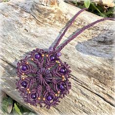 Púrpura macrame mandala flor cáñamo collar joyería ojo