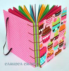 Conheça a história da Maria da Carioca Craft e apaixone-se pelos seus cadernos artesanais - Blog do Elo7 Envelope Book, Custom Journals, Paper Crafts, Diy Crafts, Handmade Books, Book Binding, Scrapbook Albums, Book Making, Diy Art
