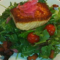 Seared salmon salad w/ bacon vin., pickled red onion, tomato, cucumber