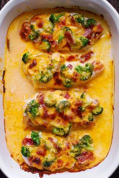 If you love chicken and bacon recipes (and who doesn't?), you will really enjoy this easy Broccoli Bacon Cheddar Chicken dinner. Just throw everything on top of chicken in casserole dish, and then bake in Baked Ranch Chicken, Baked Chicken Recipes, Bacon Recipes, Casserole Recipes, Brocolli Recipes, Keto Chicken, Pasta Recipes, High Protein Recipes, Low Carb Recipes