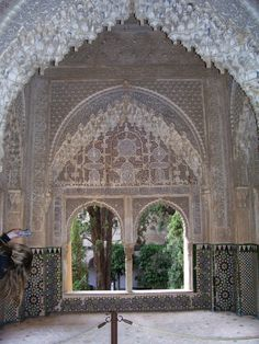 carved arches, Alhambra cuevaaked.wordpress.com