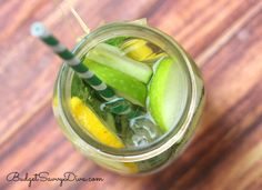3 Slices of Green Apple Sliced 3 Slices of Cucumber 8 oz of Water TONS of Ice Small bit of mint 2 Slices of Lemon