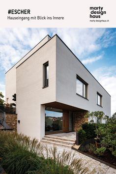 Das Projekt #ESCHER fügt sich nahtlos in die Umgebung ein. Style At Home, Inspiration, Mansions, House Styles, Design, Home Decor, House Entrance, Detached House, Environment