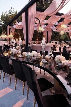 Dusty rose is becoming the wedding trend in This pink tone is a perfect color. Here are some chic dusty rose wedding ideas! Dusty rose is becoming the wedding trend in This pink tone is a perfect color. Here are some chic dusty rose wedding ideas! Wedding Reception Seating, Tent Reception, Wedding Table, Wedding Venues, Reception Ideas, Outdoor Ceremony, Wedding Week, Post Wedding, Farm Wedding