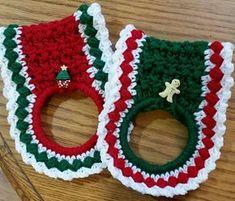 Crochet Designs Kitchen Towel Holder - free crochet pattern by Karen Moehr Crochet Towel Holders, Crochet Dish Towels, Crochet Towel Topper, Crochet Kitchen Towels, Crochet Dishcloths, Crochet Granny, Christmas Crochet Patterns, Holiday Crochet, Crochet Gifts