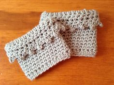 These boot cuffs are super simple - and super stylish! They work up quickly and it would be super easy to make them bigger or smaller.