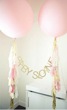 """this website is called my big balloon. i'm totally obsessed with big balloons.and especially love this """"welcome home baby"""" setup. Welcome Home Banners, Welcome Home Baby, Giant Balloons, White Balloons, Number Balloons, Diy Party Decorations, Baby Shower Decorations, Balloon Decorations, Shower Party"""
