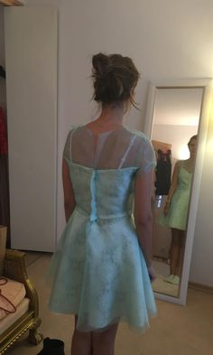 Probe de dimineata pentru o rochita de bal al bobocilor Probe de dimineata pentru o rochita de bal al bobocilor. Organza,dantela si matase. #rochiilacomanda #rochiideocazie #rochiif...