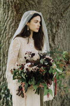 Fall Bride || Autumn Wedding || Modern Vintage Bride || Golden Chantilly Lace Drop Veil