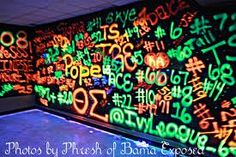 cool idea to spray paint designs on to black plastic and add a black light to make things pop Disco Party, 80s Party, Glow Party, Party Time, Dance Party Birthday, 16th Birthday, Crazy Birthday, Neon Birthday, Dance Decorations