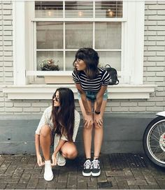 Grunge grunge bff pictures, best friend pictures ve best fri Best Friends Shoot, Best Friend Poses, Friend Poses Photography, Fashion Photography Poses, Foto Casual, Friend Photos, Friend Pictures, Photo Poses, Girl Photos