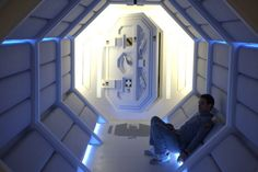 Moon Directed by Duncan Jones Written by Duncan Jones & Nathan Parker Starring: Sam Rockwell, Sam Rockwell, and the voice of Kevin Spacey Space Movies, Spaceship Interior, Sci Fi Films, Film Inspiration, Sci Fi Fantasy, Film Stills, Corridor, Picture Photo