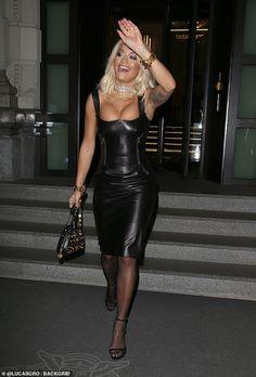 Rita Ora flaunts her cleavage in leather dress as she steps out during Milan Fashion Week Rita Ora, Elegantes Outfit Frau, Black Pantyhose, Leather Dresses, Leather Skirt Outfits, Celebs, Celebrities, Fashion Outfits, Womens Fashion