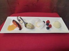 Rezept: Früchte mit Zuckerwatte, Mango-Kaviar (Fake-Kaviar) und Wodka-Würfeln Mango, Plastic Cutting Board, Dinner, Kitchen, Desserts, Diy, Gourmet, Strawberries, Caviar