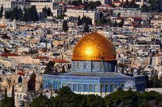 20 de janeiro de 2015 Jerusalém Israel. dia 170 de 414. #israel #jerusalem #jerusalém #domeoftherock #domodarocha #warrenjc #huffingpostgram #sharetravelpics #voltaaomundo #viajarfazbem #trippics #wolderlust #magicpict #blogmochilando #fantrip #beautifuldestinations #travelawesome #worldplaces #worldtravelpics #4cantosdomundo #gophotooftheday #1001trips #pedrocadeaju @pedroboamaral @jusperotto by pedrocadeaju