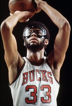 For those of you don't know, Lew Alcindor (Now known as Kareem Abdul-Jabbar) played with the Milwaukee Bucks back in the day. Sport Basketball, Basketball Legends, Love And Basketball, Basketball Players, College Basketball, Basket Nba, Best Nba Players, Sport Nutrition, Kareem Abdul Jabbar