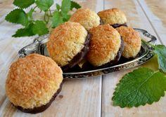 Nemme kokosmakroner - nemmeste opskrift med hele æg - madenimitliv.dk A Food, Food And Drink, English Food, English Recipes, Danish, Tapas, Muffin, Sweets, Snacks