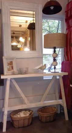 Consola madera patinada en blanco Entryway Tables, Furniture, Home Decor, Hall, House Decorations, White People, Blue Prints, Decoration Home, Room Decor
