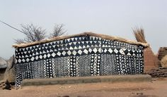 Décorations géométriques Voici un village extraordinaire situé au coeur du Burkina Faso, encore préservé du tourisme de masse. Ce village est celui de la r