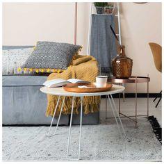 Een #moderne #design #tafel met fluoriserende of witte tafelpoten, is een wereldwijde trend. Zo ook de #OSB #Salontafel van #Zuiver. Ook verkrijgbaar als #bijzettafel.
