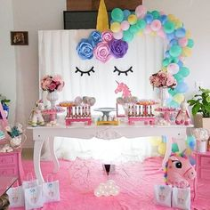 Credito: @bellakids.decor #Festainfantil #FestaUnicornio #UnicornParty #Unicorn #Unicornio #FestaMenina Doll Birthday Cake, Unicorn Themed Birthday Party, Barbie Birthday Party, Unicorn Party, Princess Party Decorations, Birthday Party Decorations, Rainbow Parties, Ideas Party, 2 Year Anniversary