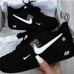 unisex sneakers Availabe inn Salah heels Colours As seen above Dm/whatsap for details 08089710919 Moda Sneakers, Cute Sneakers, Girls Sneakers, Shoes Sneakers, Kd Shoes, Women's Sneakers, Black Sneakers, Canvas Sneakers, Souliers Nike