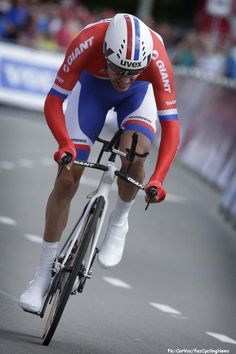 Eneco'14 St.3: Tom Dumoulin (Giant-Shimano) won the stage 3 Eneco Tour time trial in Breda and moved up to 2nd overall, 4 seconds behing Lars Boom (Belkin). Pic:CorVos/PezCyclingNews.