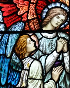 A stunning Stained Glass window of beautiful Angels by William Glasby dated 1926 in St George's Church in Wyverstone, Suffolk. #StainedGlassChurch