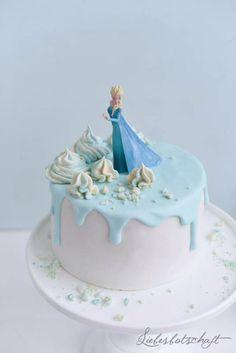 """Obwohl Julias Tochter - bis auf den Titelsong - noch nie den """"Eiskönigin""""-Film schauen durfte, ist sie einer der weltgrößten Frozen-Fans,..."""