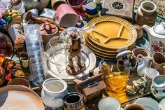 Popular throughout France, vide-greniers are the perfect hunting ground for unusual items to furnish your French home. Whether you're buying or selling, here's how to make the most of your next visit to the French equivalent of a car boot sale 7 Stages Of Grief, Brooklyn Flea, Car Boot Sale, Near To You, Bob Vila, Antique Show, Yard Sale, Decluttering, James Bond