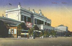 Kleurenfoto tekening Station Zutfen uit 1865  Er waren veel statige huizen en een parkje . Het is ontworpen door van Breedenrode MijnGelderland | Geschiedenis Gelderland