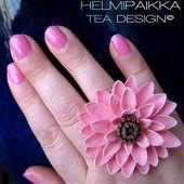 Vaaleanpunainen krysanteemisormus - Helmipaikka Oy - Joka päivä on korupäivä - Helmipaikka.fi koruja netistä - Tea Design Rings