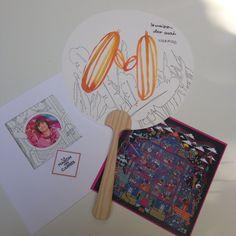 Durante la visita nos han regalado la impresión de nuestro diseño, nuestra foto con un precioso pañuelo Hermès y un paipai ilustrado