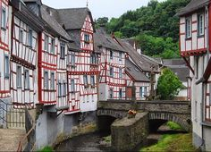 Monreal - in Mayen-Koblenz, Germany - http://destinations-for-travelers.blogspot.com.br/2014/07/monreal-mayen-koblenz-alemanha-germany.html