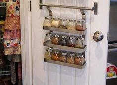 Fűszeres polc az ajtón | Fotó via goodhousekeeping.com - PROAKTIVdirekt Életmód magazin és hírek - proaktivdirekt.com