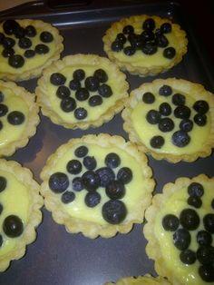 Lemon curd and blueberries tart Lemon Curd, Blueberries, Birmingham, Tart, Cookies, Bed, Breakfast, Desserts, Crack Crackers