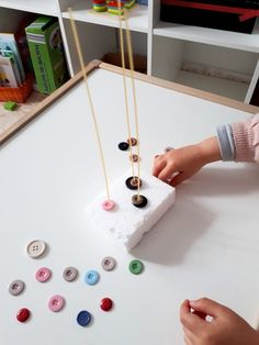 Psychomotor with buttons- Psicomotricidad con botones Psychomotor with buttons - Christmas Activities For Toddlers, Preschool Learning Activities, Educational Activities, Toddler Activities, Baby Sensory, Practical Life, Reggio Emilia, Kids Playing, Maria Montessori