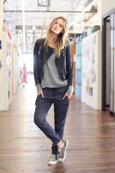 attitude: Chucks, slouchy pants, sweater and leather jacket. <3 Via sweet surrender.