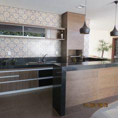 Construindo um Castelinho: Área Gourmet Kitchen Interior, Kitchen Decor, Kitchen Design, Homer Decor, Frameless Shower Doors, Diy Deck, Bbq Grill, Home And Living, Home Kitchens