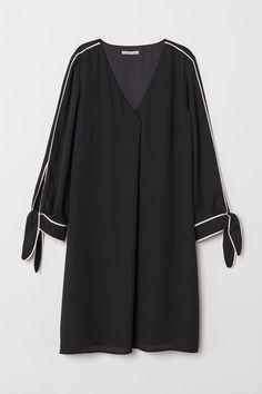 V-neck Dress - Black - Ladies Iranian Women Fashion, Pakistani Fashion Casual, Pakistani Dresses Casual, Pakistani Dress Design, Abaya Fashion, Muslim Fashion, Fashion Dresses, Stylish Dresses For Girls, Stylish Dress Designs