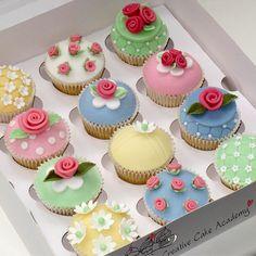 Cath Kidston style cupcakes ~ no recipe ~ but cute decor ~