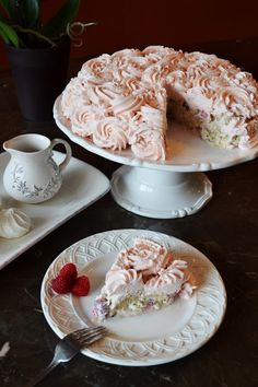 Leas Cooking: {Whipped Cream Surprise Cake}