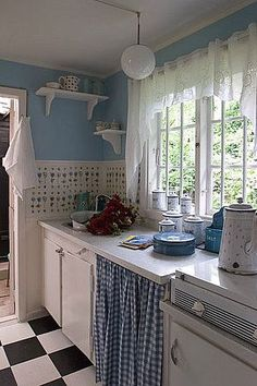 My Colorful Cottage Style / cute blue and white cottage kitchen Cozy Kitchen, Rustic Kitchen, New Kitchen, Vintage Kitchen, Kitchen Decor, Kitchen Ideas, Kitchen Interior, Kitchen Design, White Cottage Kitchens