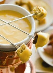 Mozzarella cheese fondue.   1 tbsp butter 1 Clive of garlic, minced Pinch of thyme 3/4 cup of white wine 2 cups grated cheese 1/2 tbsp cornstarch