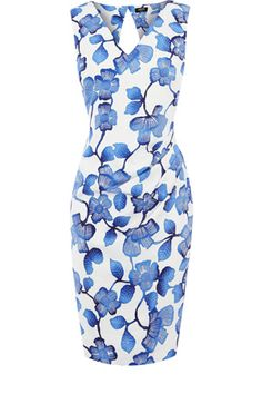 This classic shift dress is given an update with an all over pretty print and a cut out back detail. Sleeveless in style, this piece simply zips up the side.