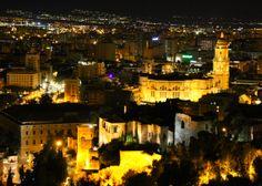 #Malaga at night http://www.yougo.pl/miejsce/644/malaga
