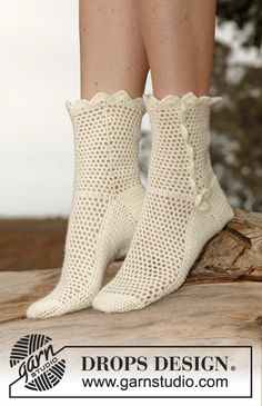 Ravelry: Socks in Fabel pattern by DROPS design. Thinking I may actually crochet a pair of socks! Crochet Socks Pattern, Crochet Boots, Crochet Gloves, Crochet Slippers, Crochet Patterns, Knitting Patterns, Knitting Tutorials, Stitch Patterns, Crochet Crafts