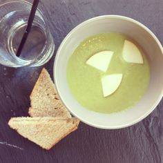 Pea soup with apples
