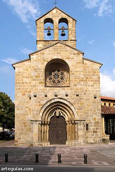 Romanesque Art, Romanesque Architecture, Spanish Architecture, Historical Architecture, Architecture Romane, Architecture Religieuse, Interior Design History, Old Country Churches, Abandoned Churches