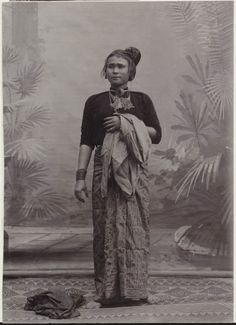Indonesia, Sumatra, Aceh. Atjeh woman.